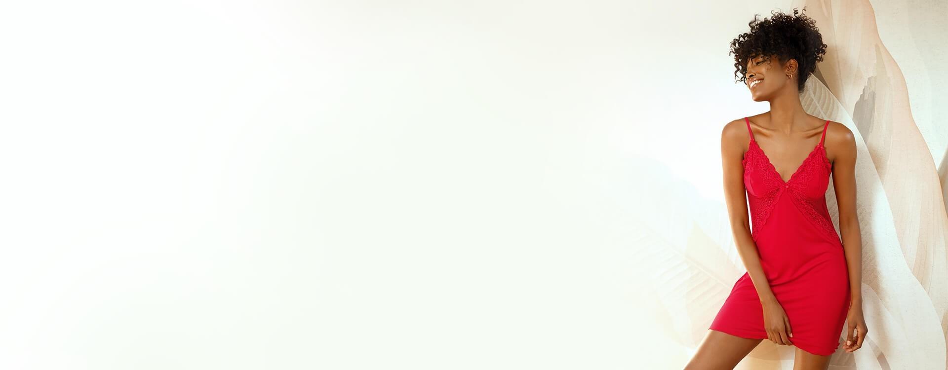 Halki z wiskozy od Dkaren to szeroka gama uwodzicielskich fasonów. Wiskoza jest niezwykle przyjemna w dotyku, a w połączeniu z pięknym koronkowym wykończeniem jest idealna na romantyczne wieczory.