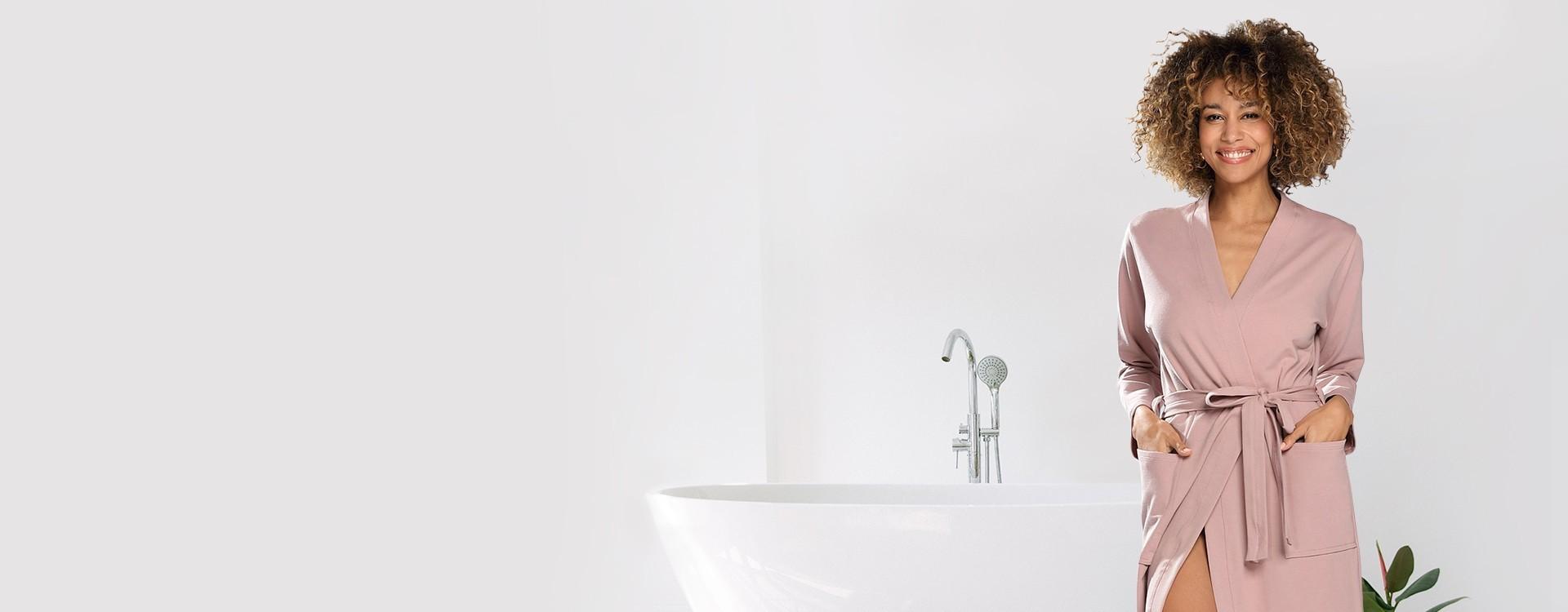 Piękne szlafroki damskie w atrakcyjnych cenach. Szlafroki satynowe, bawełniane, frotte. Szlafroki ślubne i  na wieczór panieński. Duży wybór kolorów i wzorów.