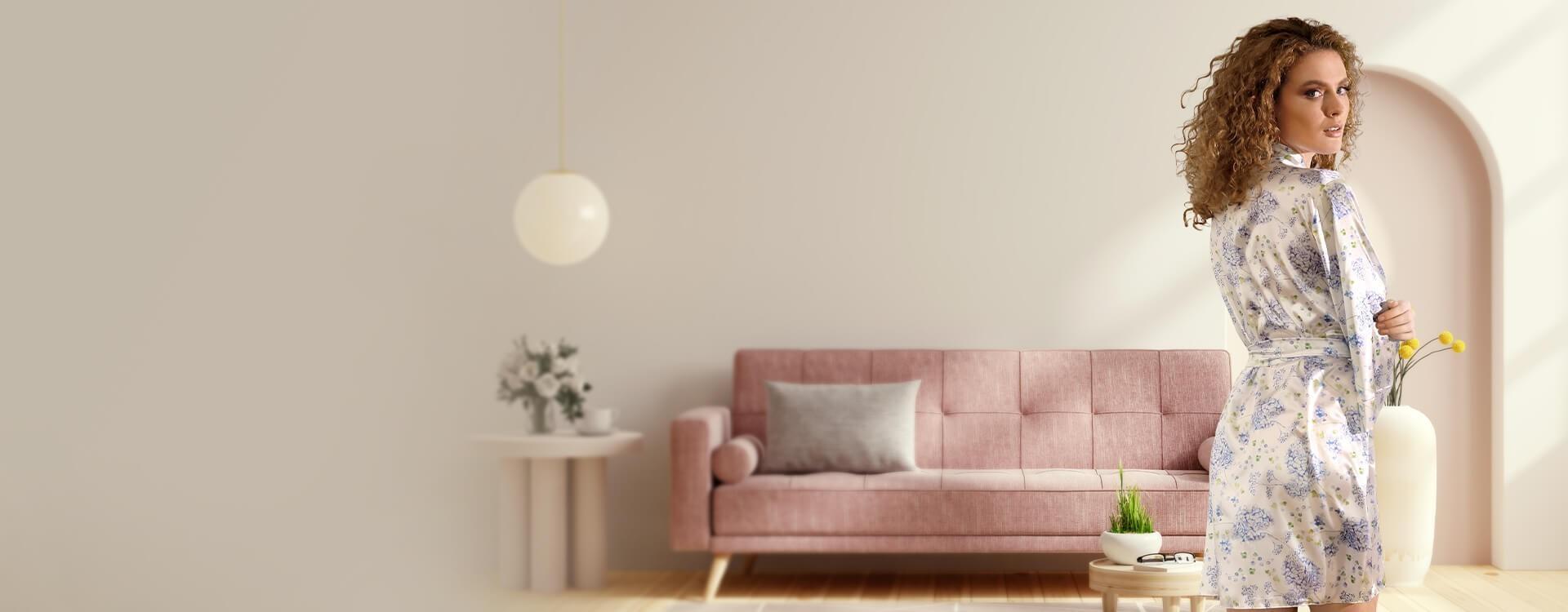 Cienkie szlafroczki to idealna propozycja na wiosenno-letnie wieczory i poranki. Szeroka oferta produktów sprawi, że każda Kobieta znajdzie szlafrok idealny dla siebie.